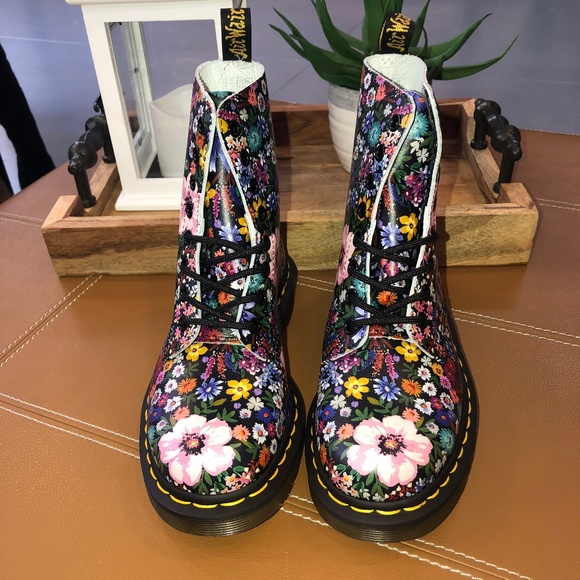 attractive price pretty cool running shoes *NEW* Dr. Martens Pascal WL NWT